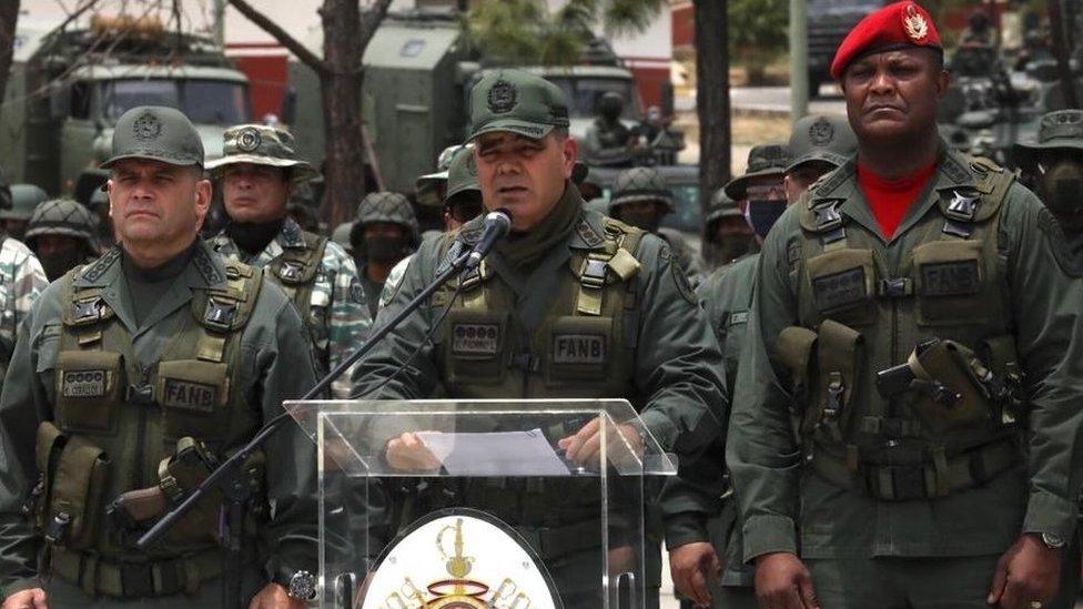 وزير الدفاع الفنزويلي فلاديمير بدرينو شكر الشعب الإيراني على تضامنه مع بلاده.