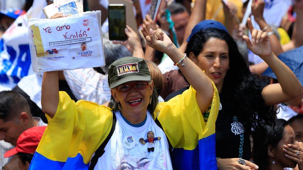 馬杜羅支持者上街反對政變。