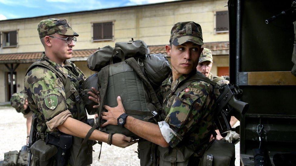 جنود سويسريون