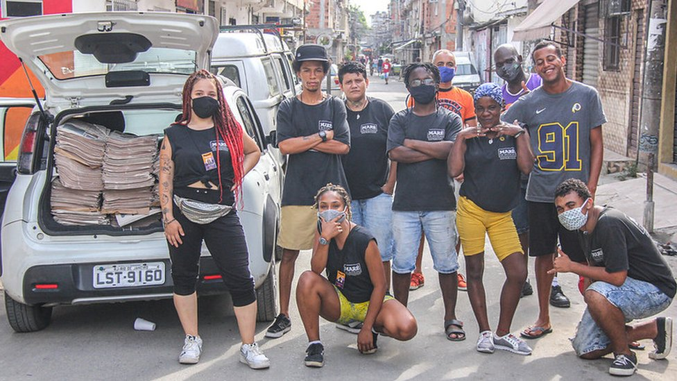 Jovens na Favela da Maré