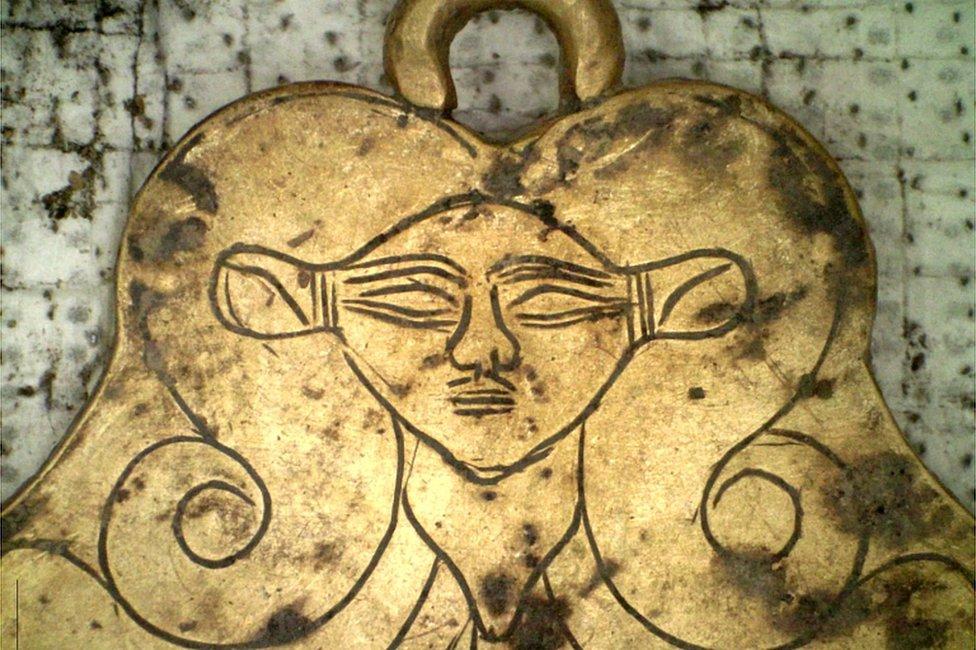 Dios egipcia pendiente de oro
