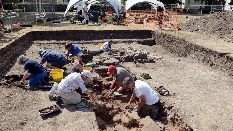 Chichester Priory Park dig unearths 'Roman hot tub' remains