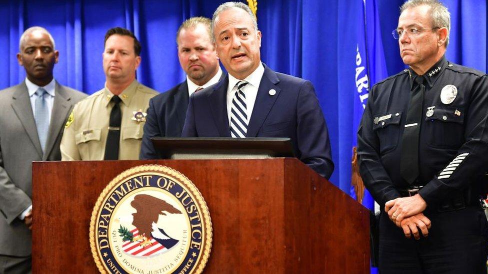 Nick Hanna, el fiscal general del Departamento de Justicia para el distrito central de California, dando una rueda de prensa el pasado abril.