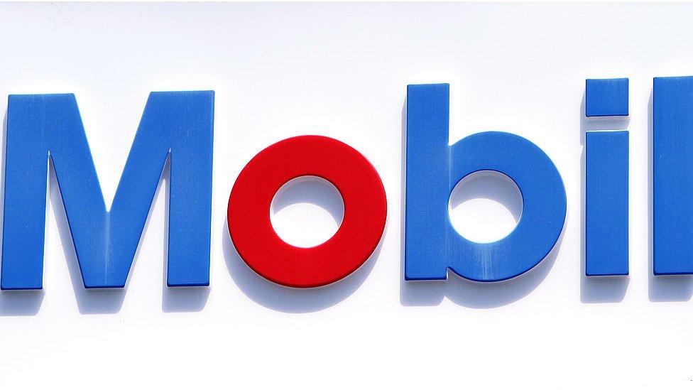 Logo de Mobil