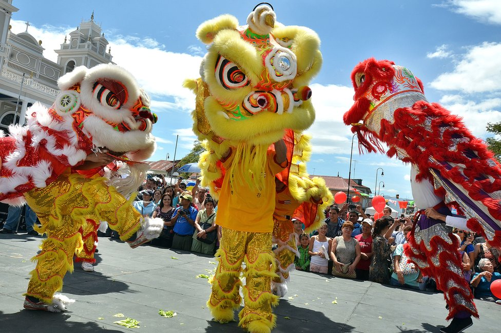 Desfile chino en las calles de San José con motivo del Año Nuevo chino, en 2013.