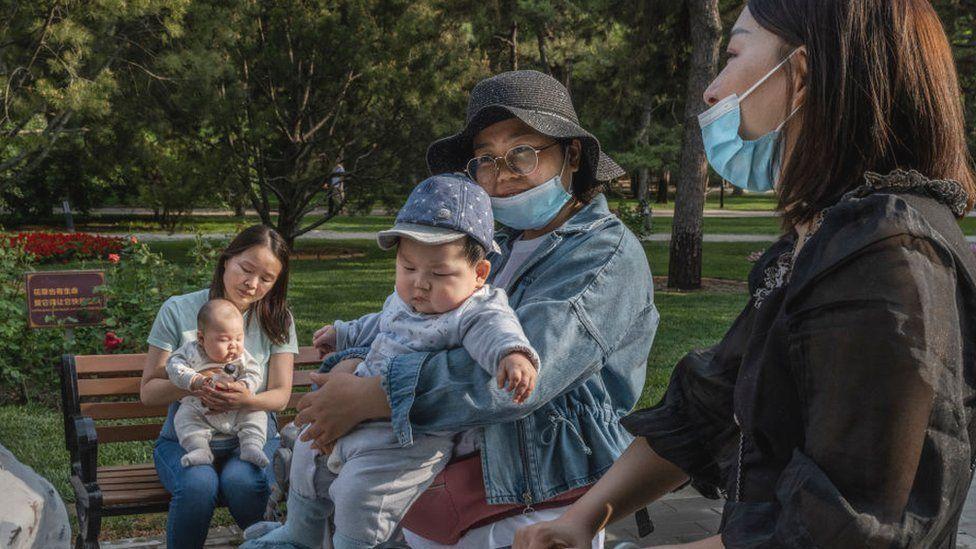 中國如今面臨人口下降壓力,需要出台更多政策鼓勵生育。