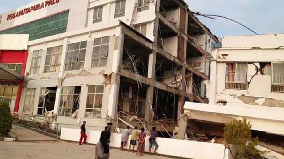 島上一家主要醫院在地震中坍塌