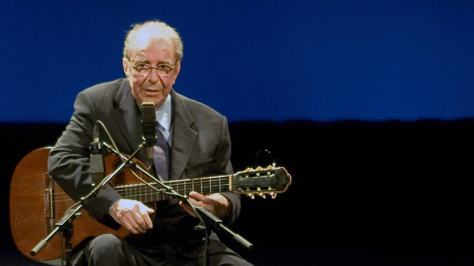 BBC News - João Gilberto: Brazilian 'father of bossa nova' dies aged 88