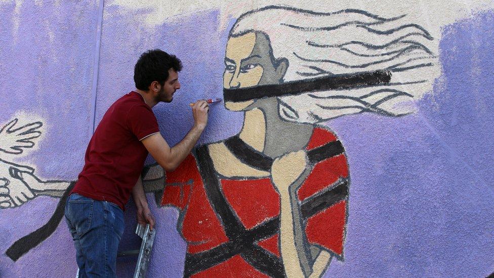 جدارية عن المرأة