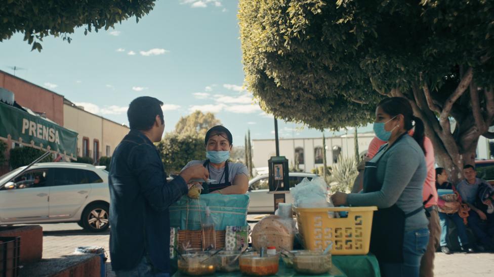 Venta callejera de tacos en Sonora.