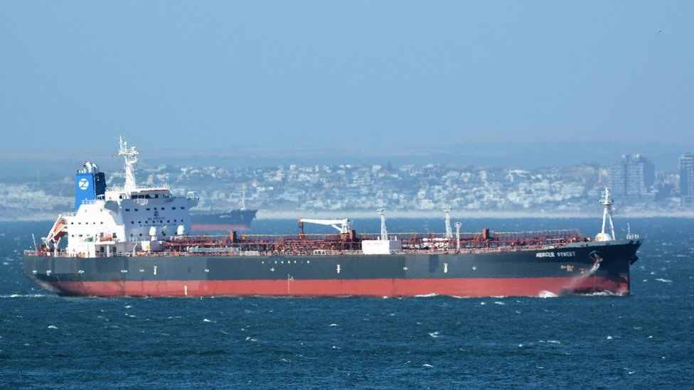 Удар дронов по танкеру. США и Израиль обвинили Иран в нападении на судно около Омана