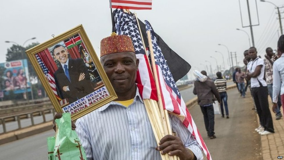 A man holding a picture of US President Barack Obama in Nairobi, Kenya. Photo: 26 July 2015