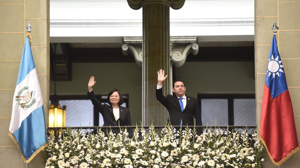 Taiwan's President Tsai Ing-wen (L) and Guatemalan President Jimmy Morales wave from a balcony at the Culture Palace in Guatemala City on January 11, 2017.