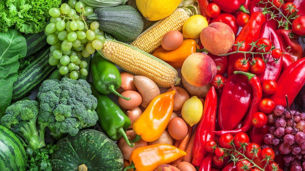 Muchas frutas y verduras son ricas en flavonoides.