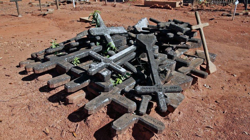 Cruces en el cementerio