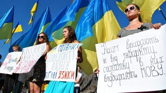 Українська наступає: найгостріші новації закону про мову