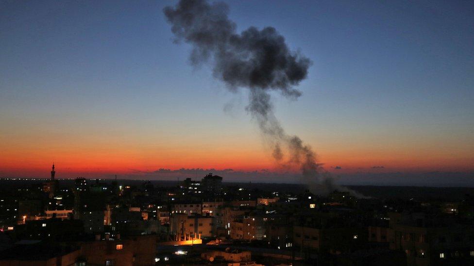 إسرائيل تشن غارات على أنحاء قطاع غزة