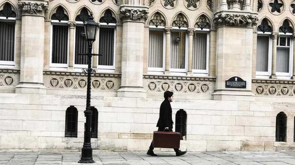 Actor Tom Burke walking past the Guildhall
