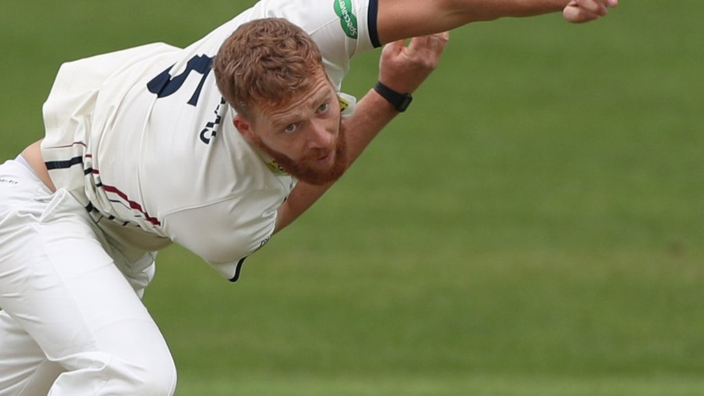 Ivan Thomas: Kent fast bowler signs contract extension