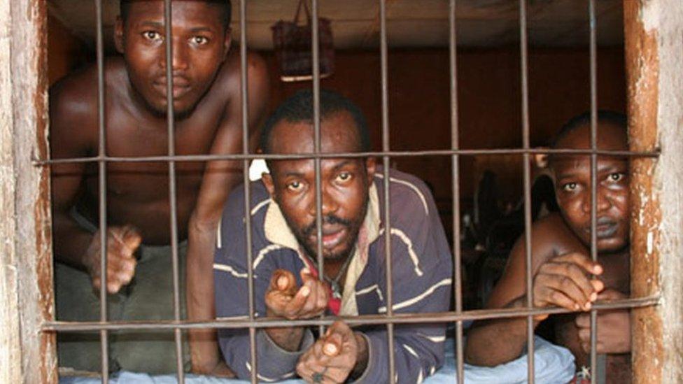 Prisioneros en Enugu, Nigeria, en 2009