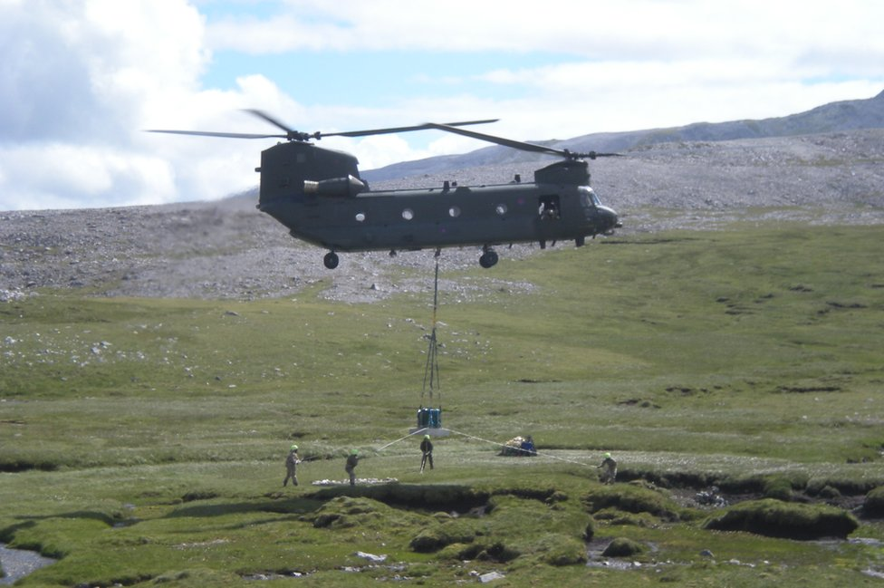 Helicopter carrying the Ben More Asynt grave into place