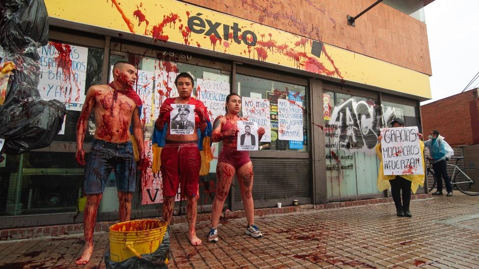 Protesta almacenes Exito
