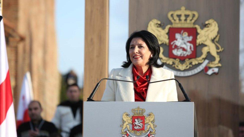 Зурабишвили вступила в должность президента Грузии. Оппозиция разбила палатки