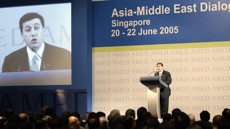 عوض الله يلقي خطابا في مؤتمر الحوار العربي الآسيوي عام 2005