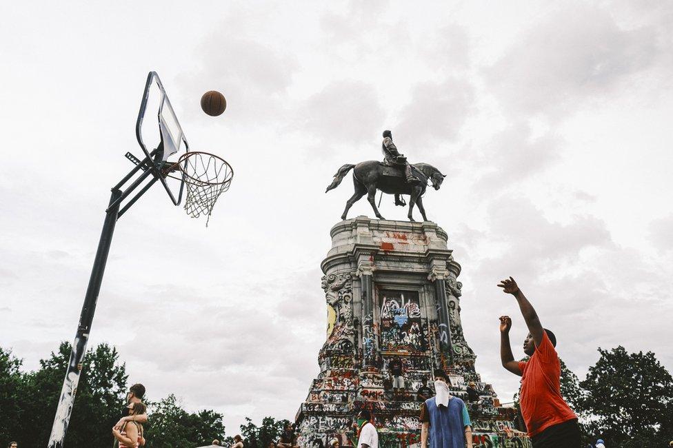 تمثال روبرت إي لي في ريتشموند بولاية فرجينيا