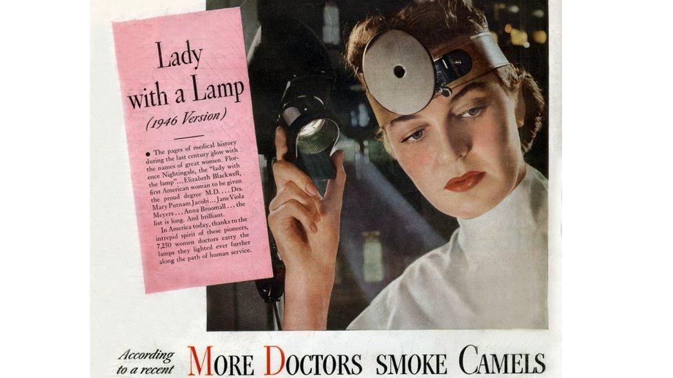 """ملصق إعلاني لسجائر كُتب عليه """"الأطباء يُدخنون كاميل"""""""