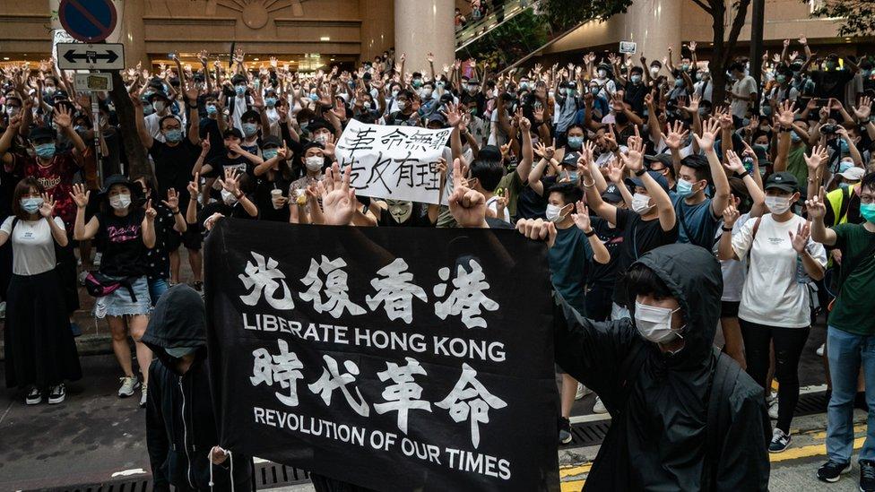 Para demonstran mengambil bagian menolak undang undang keamanan yang memberikan otoritas China di hong Kong.