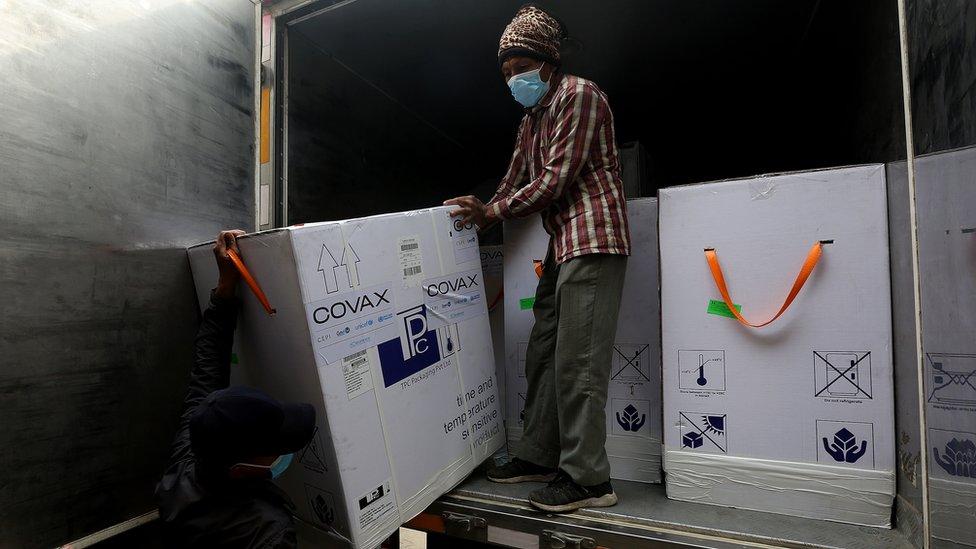 Distribuição de doses da Covax no Nepal