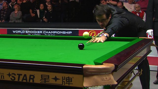 Ronnie O'Sullivan miscues the black at the 2016 Masters