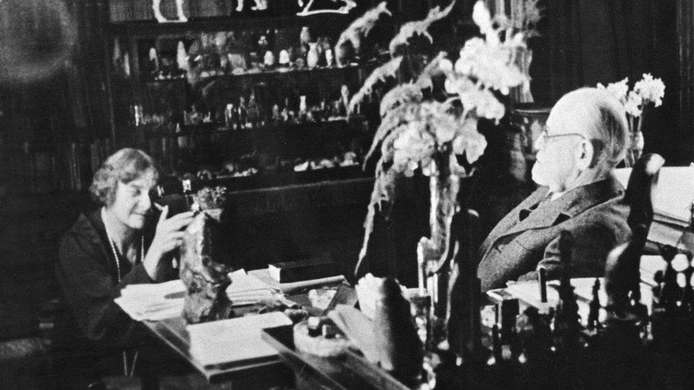 Marie Bonaparte y Sigmund Freud.
