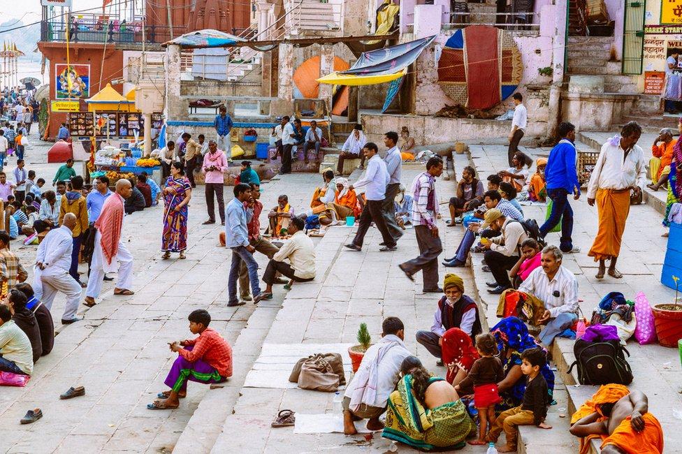 Personas en India.