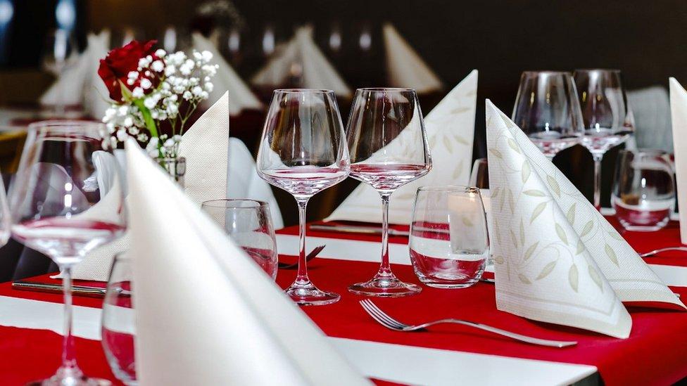 Foto de una mesa de restaurante.
