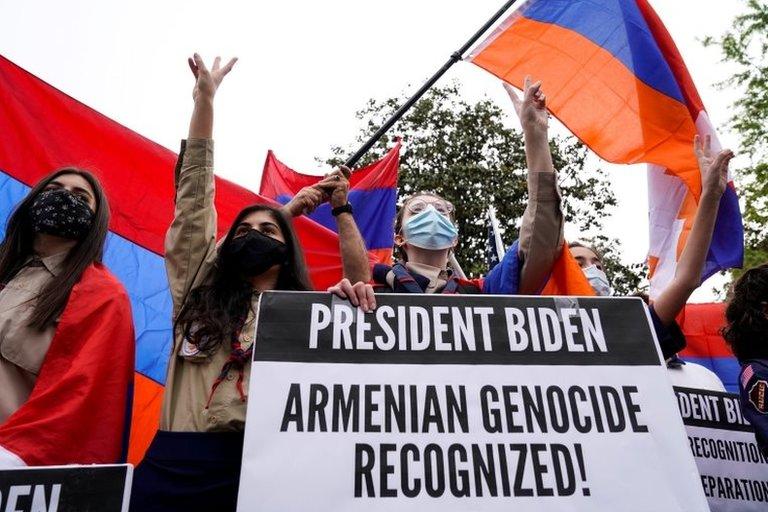 Ermenilerin, Türkiye'nin Washington Büyükelçiliği önünde düzenledikleri gösteri
