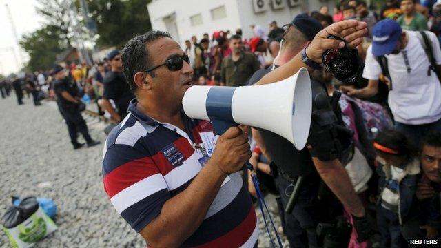 Syrian dentist who lives in Croatia speaks to refugees via megaphone