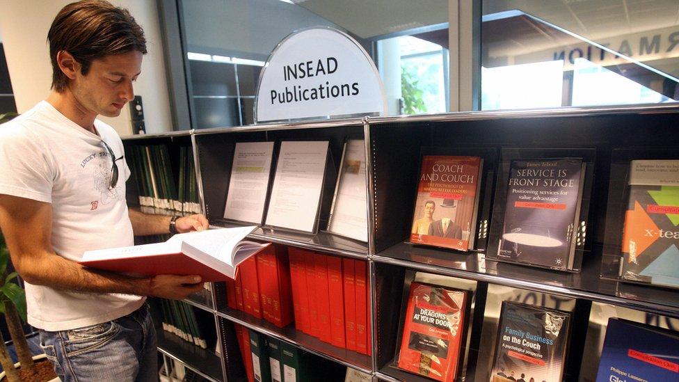 Insead tiene campus en Francia, Singapur y Abu Dhabi.