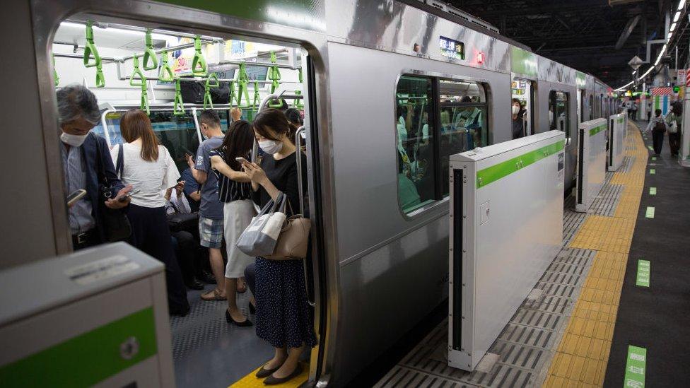 japoneses em trem