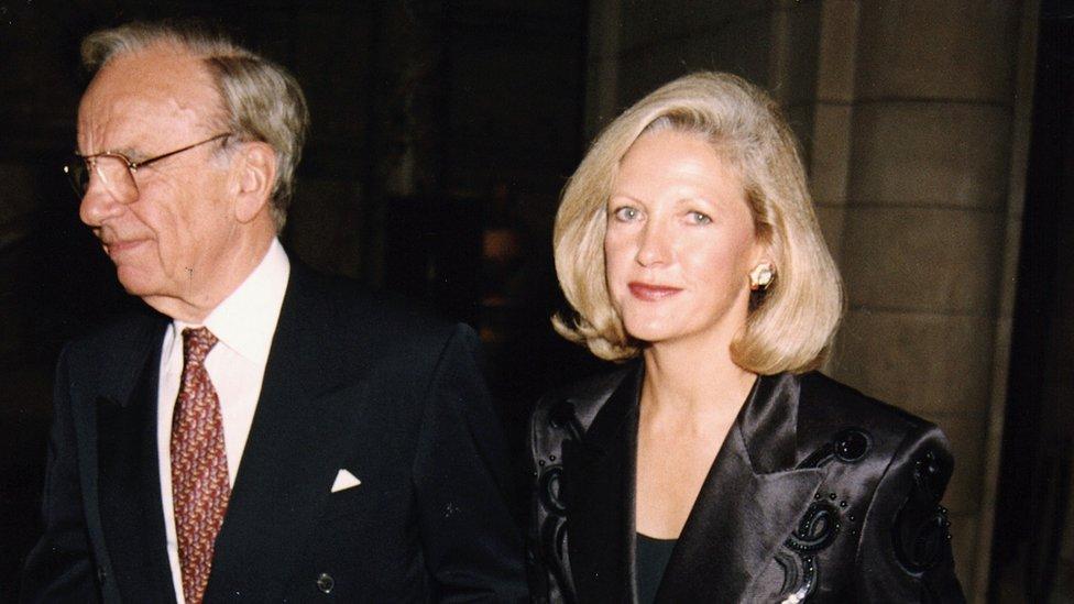 Rupert Murdoch y Maria Torv