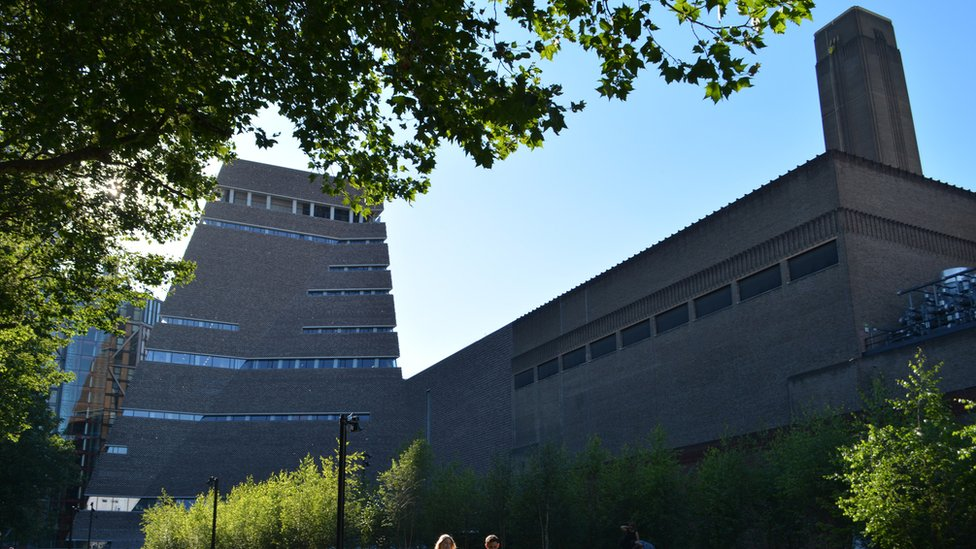 Exterior of the Tate Modern gallery with extension