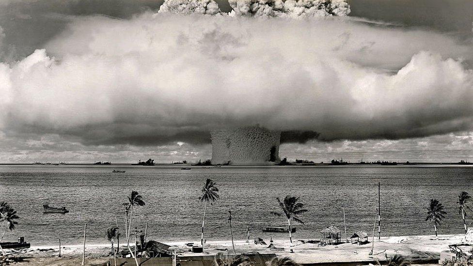 Explosión nuclear en el atolón de Bikini.