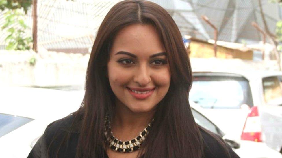 #SonakshiSinha : केबीसी में आसान सवाल का जवाब न दे पाने पर ट्रोल हुईं सोनाक्षी सिन्हा
