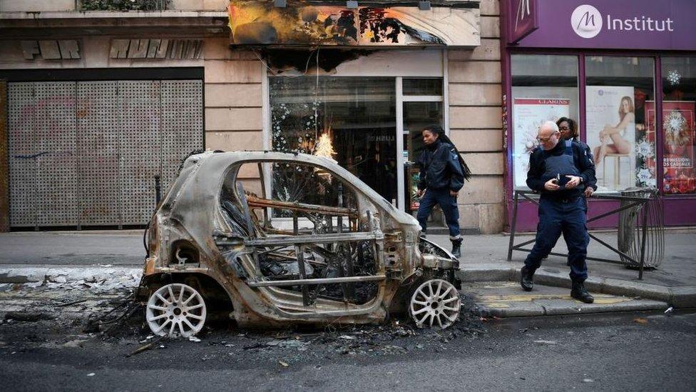 Un automóvil quemado