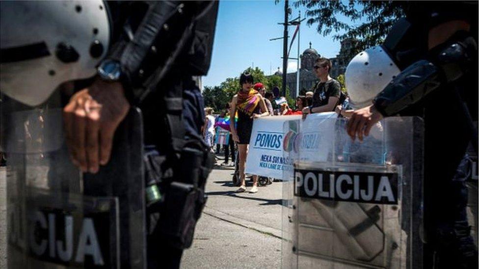 Polcijski štit na paradi ponosa u beogradu