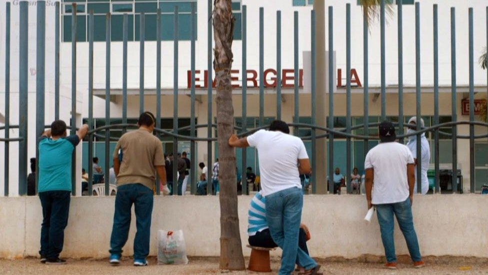 El sistema sanitario en Guayaquil colapsó ante la alta demanda de pacientes con síntomas de covid-19