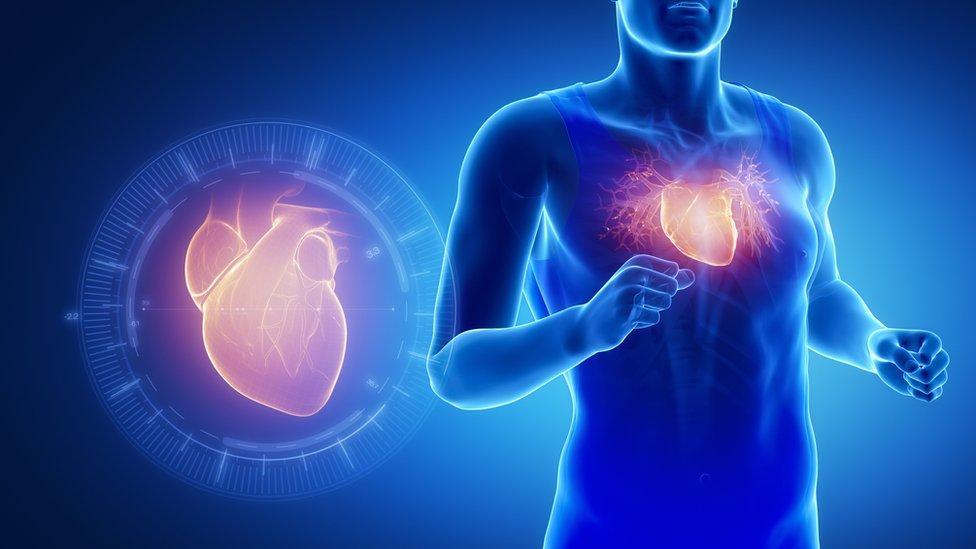 Corazón y persona corriendo