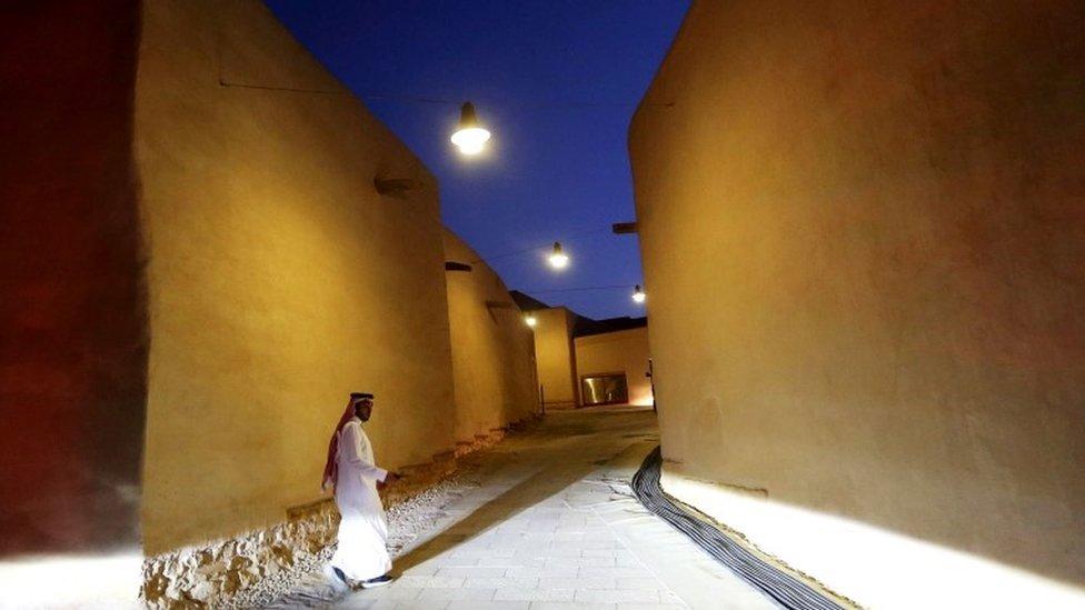 Неодруженим іноземцям у Саудівській Аравії дозволять жити разом у готелях