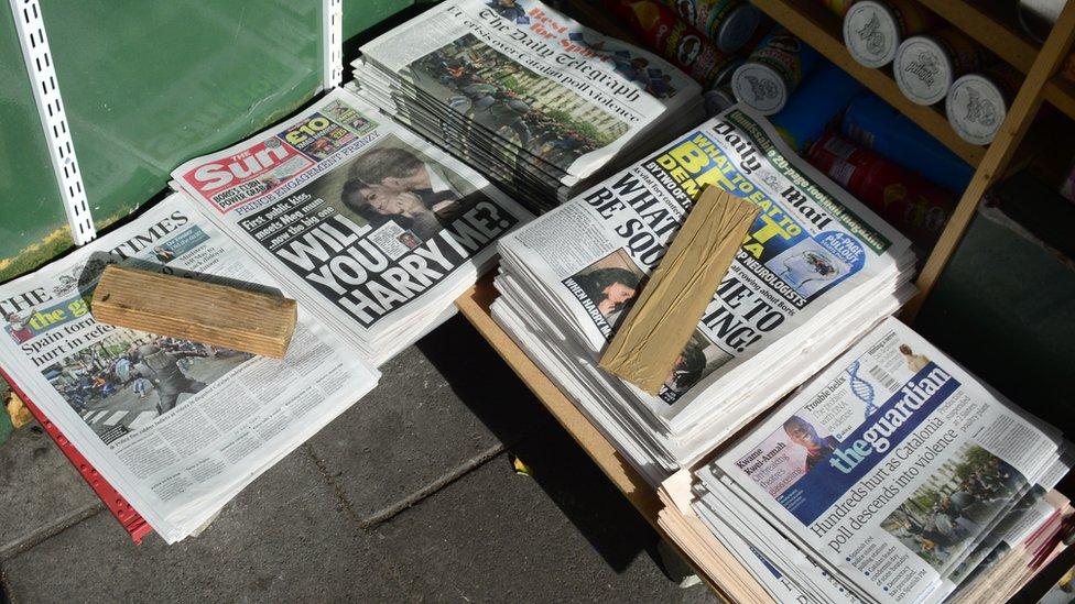 Harry y Meghan en la portada de los periódicos.